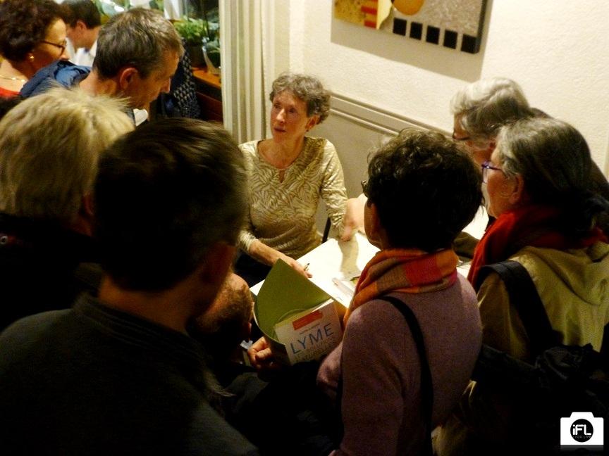 Après la conférence, réponse aux questions et dédicace de son livre par Judith ALBERTAT