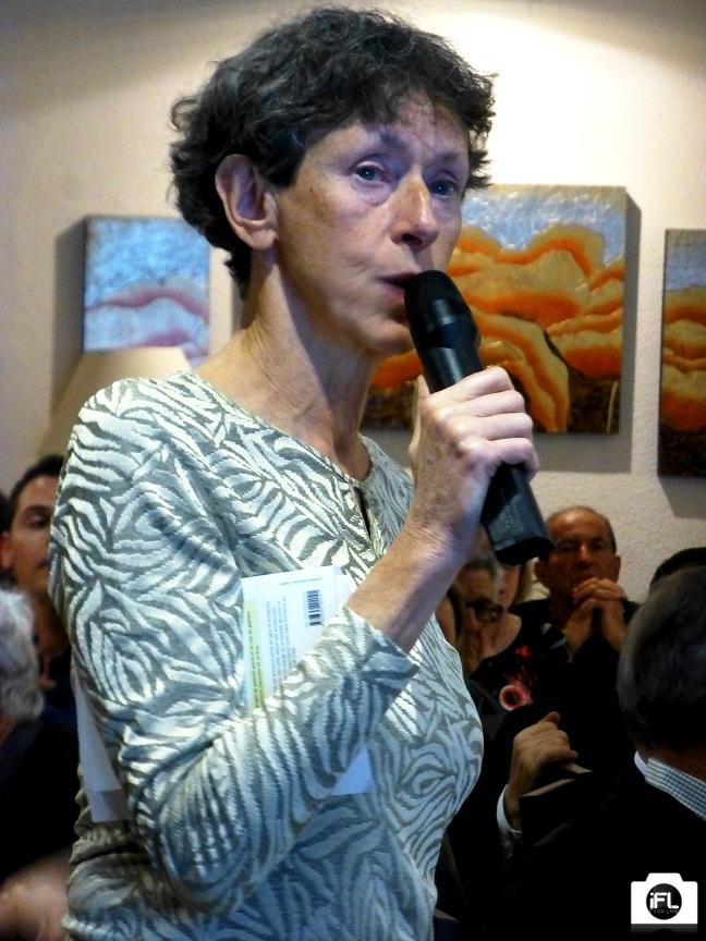 Judith ALBERTAT répondant aux questions de l'auditoire